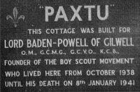 Placa de PAXTU en Kenia